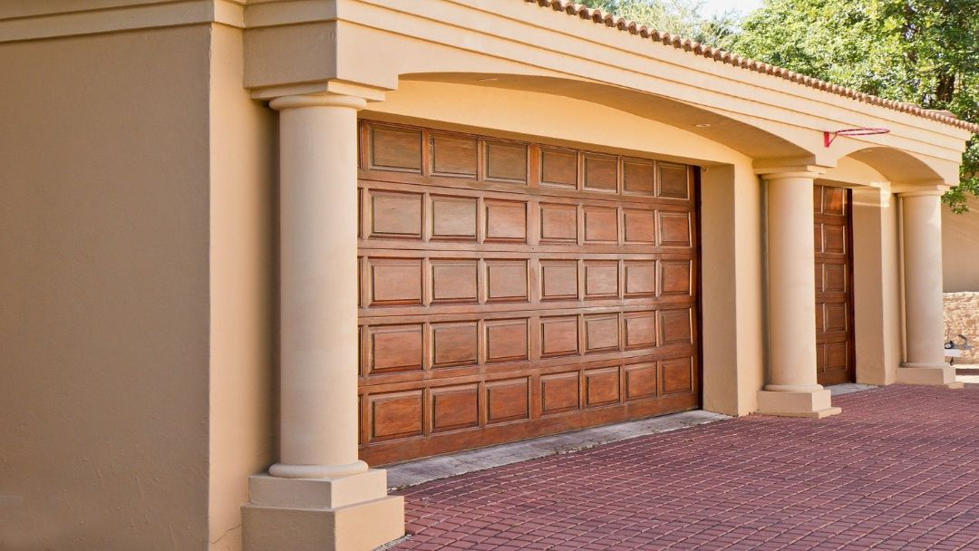 2_car_garage_with_wooden_door_-_overhead_door_&_operator_pensacola_9601_n._palafox_st_ste_6-a_pensacola_florida_32534.jpg