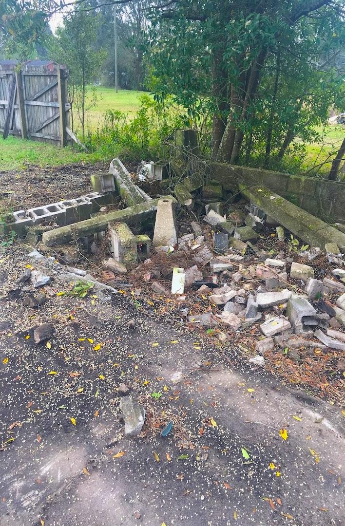 debris_removal__demolition__something_old_salvage_(s.o.s.)_6505_north_w_st.___pensacola__fl_32505_850-758-9900_https-::bit.ly:31b4q2v_.jpg