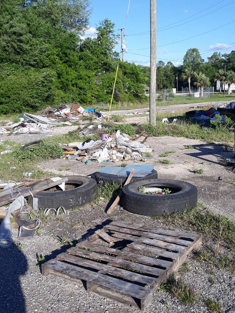 lot_full_of_garbage_and_debris__something_old_salvage_(s.o.s.)_6505_north_w_st.___pensacola__fl_32505_850-758-9900_https-::bit.ly:31b4q2v_.jpg